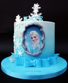 Finally got to make a Frozen cake over Christmas. There was a lovely shimmer to the graduated airbrushed blue but sadly it wasn't picked up by the camera. Frozen Party Cake, Disney Frozen Cake, Disney Cakes, Elsa Birthday Cake, Frozen Birthday Party, Cupcakes, Cupcake Cakes, Pastel Frozen, Elsa Cakes