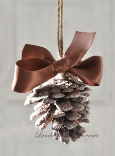 kerst+dennenappel+goud+kerstboom+lint.jpg (1178×1600)