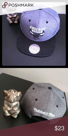 Chicago Bull Gray NBA SnapBack-Mitchell   Ness Size-SnapBack Hat Adjustable  Fit ( 00c14614789