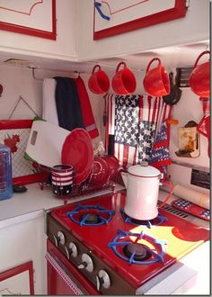 americana red white and blue camper interior Old Campers, Little Campers, Retro Campers, Vintage Campers, Trailer Decor, Trailer Interior, Camper Interior, Tiny Trailers, Camper Trailers