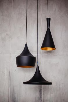 Three black metal lamps hanging from the eiling grey wall interior Interior Lighting, Modern Lighting, Faux Plafond Design, Deco Luminaire, Interior Design Sketches, Grey Walls, Modern Minimalist, Light Fixtures, Sweet Home