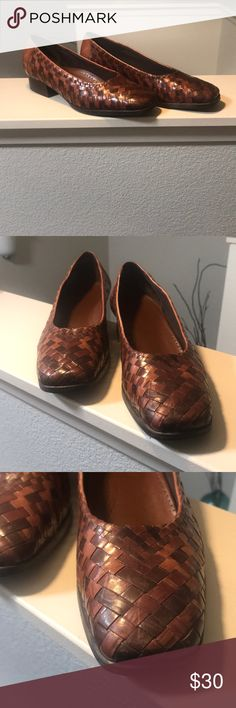"""Trotters """"Aspen"""" brown basket weave leather shoes Trotters """"Aspen""""  Brown leather shoes. Made in Brazil. Great condition. Size 7.  Minor scuffs as shown on pictures. Trotters Shoes Flats & Loafers"""
