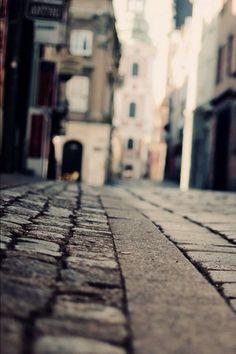 걷고싶다.......