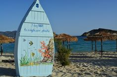 A group of islanders from Kimolos, located in the southwest of the island group the Cyclades, have installed free lending libraries at all the major beaches of the island to make a tourist's stay even more enjoyable. Lending Library, Marine Environment, Echidna, Island Beach, Sandy Beaches, Greek Islands, Under The Sea, Beautiful Landscapes, Surfboard