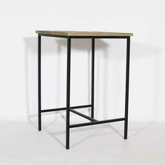 Table haute en pin recyclé et piétement métal. http://www.made-in-meubles.com/mange-debout-en-pin-recycle-naturel.html