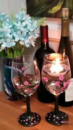 Diy Wine Glasses, Decorated Wine Glasses, Hand Painted Wine Glasses, Painted Wine Bottles, Painting On Wine Glasses, Glass Painting Patterns, Glass Painting Designs, Glass Bottle Crafts, Wine Bottle Art