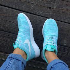 I loveeee me some Nike Roshe Runs. #nike #roshe #rosherun