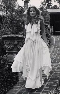 Priscilla Presley, 1975
