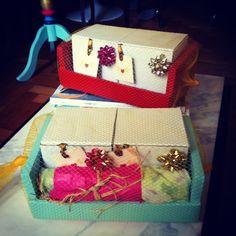 Mini caixotinhos de frutas laqueados viram embalagens para kits de presentes!