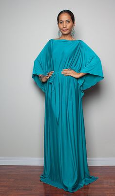 This kaftan and it´s colour are so superb!