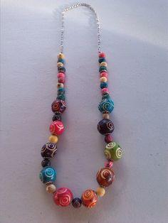 Boho jewelry, seed necklace, Acai necklace.  Mira este artículo en mi tienda de Etsy: https://www.etsy.com/es/listing/261639600/collar-de-colores-semillas-de-acai-envio