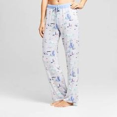 Whether you're sleeping on the West Coast or the East Coast —or anywhere in between —stay as comfy as can be in the Jersey Pajama Pants with Rib from Nite Nite Munki Munki®. These light blue PJ pants feature all of your favorite landmarks, from Mount Rushmore and the Space Needle to the Golden Gate Bridge and the Statue of Liberty. When the nights are warm, keep these pajama bottoms breezy in a pajama tank, and then switch to a long-s...