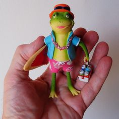 https://flic.kr/p/UHSHt2 | Ready For Summer | All that seems to be missing... a camera around his neck :-) Series - Frog In Hand (149) #rana #summerfrog #grenouille #kikker #froglove #frogcollector #frog #getolympus #surfer
