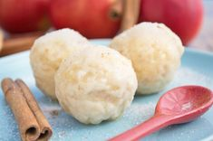 Apfelknödel - Rezept   GuteKueche.at Fruit Recipes, Cooking Recipes, Austrian Recipes, Sweet And Salty, Deserts, Ice Cream, Sweets, Bread, Cheese