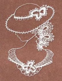 Foto: Bobbin Lace, Embroidery Stitches, Crochet Necklace, Colours, Pattern, Pictures, Crafts, Crochet Leaves, Tejidos
