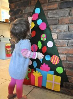 felt Christmas tree for the little ones to play with :)