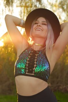 Chances are good that your go-to look for a night on the town involves at least a little sparkle. The history of sequins and going-out dresses is well-establish Rave Festival, Festival Looks, Festival Wear, Festival Outfits, Festival Fashion, Rave Costumes, Rave Wear, Going Out Dresses, Rave Outfits