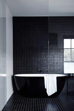 La salle de bain - Décoration intérieure: le noir partout!