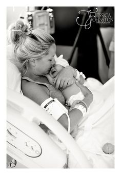 birth photography - love this picture. I'm thinking birth photography may be a must Birth Pictures, Birth Photos, Newborn Pictures, Newborn Pics, Baby Newborn, Labor Photos, Baby Baby, Mommy And Baby Pictures, Baby Girls