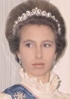 Young Princess Anne wearing the Cartier Halo Scroll Tiara Princesa Anne, Princesa Margaret, Princesa Elizabeth, Princesa Real, Royal Crowns, Royal Tiaras, Tiaras And Crowns, Royal Princess, Princess Diana