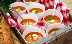 Uppskattad och festlig soppa - Vegetarisk bouillabaisse. Tips: Ta med i termos och bjud på soppa på picknicken.