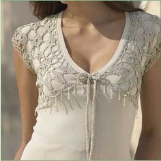 Add crochet trim to a plain knit top Crochet Fabric, Crochet Trim, Irish Crochet, Crochet Lace, Crochet Girls, Crochet Woman, Crochet Clothes, Sewing Clothes, Crochet Collar