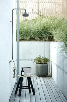 How to create the perfect contemporary garden room, with architectural plants, striking furniture and the right lighting. Outdoor Baths, Outdoor Bathrooms, Outdoor Showers, Outside Living, Outdoor Living, Outdoor Decor, Contemporary Garden Rooms, Architectural Plants, House Doctor