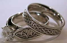 http://www.fashionbelief.com/wp-content/uploads/2012/11/Unique-Wedding-Ring-Design-500x318.jpg
