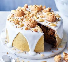 A mix of trend and tradition, this is one of the easiest Christmas cakes we've ever created, with a virtually all-in-one method that'll save you some stress