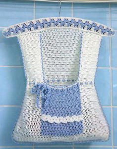 This is cute, clothespin Bag. Love Crochet, Crochet Gifts, Crochet Baby, Knit Crochet, Baby Knitting, Crochet Organizer, Clothespin Bag, Peg Bag, Clothes Pegs