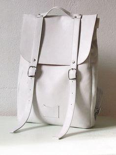 Sac à dos blanc de taille moyenne en cuir sac à dos / sur commande                                                                                                                                                                                 More
