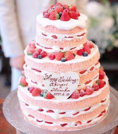 「⋆*❁ ラブリーすぎるスポンジがピンク色の 夢のような#ネイキッドケーキ . ナチュラルで可愛らしいネイキッドケーキですが、 スポンジをピンク色にすることによって…」