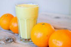 Ingrediënten:  Sinaasappel - 4  Banaan - 1  Yoghurt - 5 eetlepels  Havermout - 8 eetlepels  Bereidingswijze:  1. Schil de sinaasappel, pel de banaan en stop in de blender 2. Voeg de havermout en yoghurt toe 3. Mix het geheel een aantal minuten