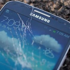 Which is stronger? The Samsung Galaxy S4 or the iPhone 5? Watch this drop test to find out.