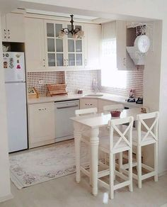 Mutfak Hesna lady& cream-colored cupboards, elegant patterned carpets and porcelain handles are very suitable for the nostalgic breezes of the ki. Best Interior, Kitchen Interior, Kitchen Decor, Kitchen Ideas, Kitchen Designs, Elegant Kitchens, Cool Kitchens, Small Kitchens, Home Design