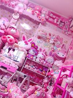 19 Cute & Charming Hello Kitty Bedroom Decoration - Home Decor Ideas