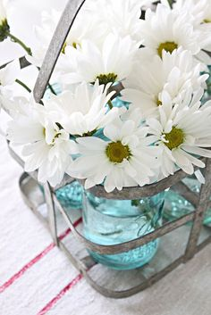 Lovely Summer Centerpiece idea. Would be great for weddings