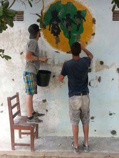 Andrea e Riccardo sono i primi Vacanzieri Solidali di quest'anno...e sono già all'opera! Presto la facciata dell'Escolinha de Naherenque avrà un nuovo aspetto!     #vacanzasolidale #turismoresponsabile #mozambico #africa