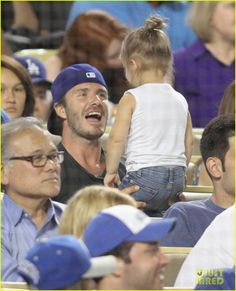 David Beckham & Harper: Daddy-Daughter Baseball Game! | david beckham harper daddy daughter baseball game 02 - Photo  ---feel like i need a new board that says, fatherly love and not family love, dads and their kids are so cute sometimes!---