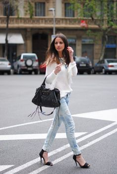 Another perfect example of rolled up jeans and black pumps