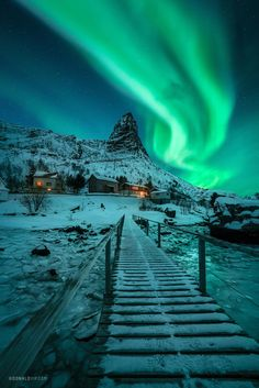 Aurora Borealis over Reine, Lofoten Islands [OC] : spacepornYou can find Aurora borealis and more on our website.Aurora Borealis over Reine, Lofoten Islands [OC] : spaceporn Lofoten, Beautiful Places To Travel, Cool Places To Visit, Nature Photography, Travel Photography, Landscape Photography, Photos Voyages, Travel Aesthetic, Nature Pictures