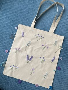 Hand Embroidery Art, Embroidery Bags, Embroidery Stitches, Embroidery Patterns, Tote Bags, Shopping Bags, Projects, Crafts, Wildflowers