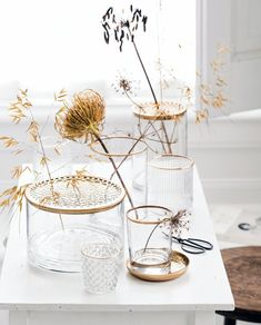 Gold Home Decor, Bohemian Interior, Touch Of Gold, Living Room Interior, Interior Inspiration, Planting Flowers, Home Accessories, Glass Vase, Candle Holders