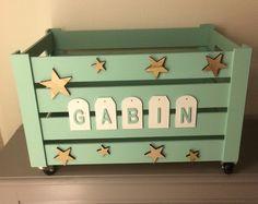 Ce joli coffre à jouets en bois accueillera les jouets de vos enfants pour un rangement optimal de leurs chambres. Le coffre est monté sur roulettes. Hauteur : 30 cm Longueu - 19813976