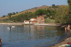 Burası Eftalou. Bizim evin olduğu yer. Hatta görünen taş bina İgnatius ve Maria'nın evi, bizim evin de avlu kapısı.