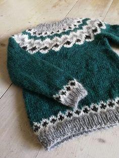 Fair Isle Knitting Patterns, Knitting Designs, Icelandic Sweaters, Boys Sweaters, Knitting For Kids, Needlework, Knitted Hats, Knit Crochet, Winter Hats