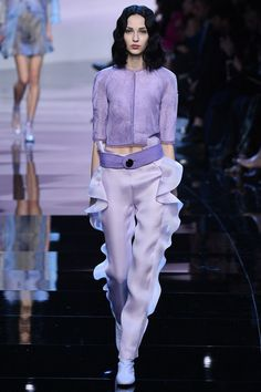 See all the Collection photos from Giorgio Armani Prive Spring/Summer 2016 Couture now on British Vogue Purple Fashion, Fashion 2017, Runway Fashion, High Fashion, Fashion Show, Fashion Outfits, Fashion Design, Fasion, Armani Prive