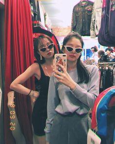 "H͛B͛ on Twitter: ""sara_1128… "" Blackpink Jennie, South Korean Girls, Korean Girl Groups, Square Two, Blackpink Memes, Blackpink Fashion, Flower Fashion, K Idol, How To Pose"