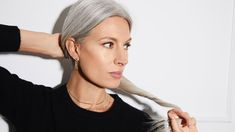 8 Women Reflect On The Empowering Act Of Going Grey | British Vogue Pelo Color Plata, Color Del Pelo, Natural Henna, Pelo Natural, Shimmer Lights Shampoo, Grey Hair Inspiration, Sarah Harris, Purple Shampoo, Going Gray