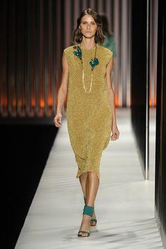 Vestido de tricô dourado com lurex da GIG Couture.  MTP | Verão 2015 Fotos: Agência Fotosite